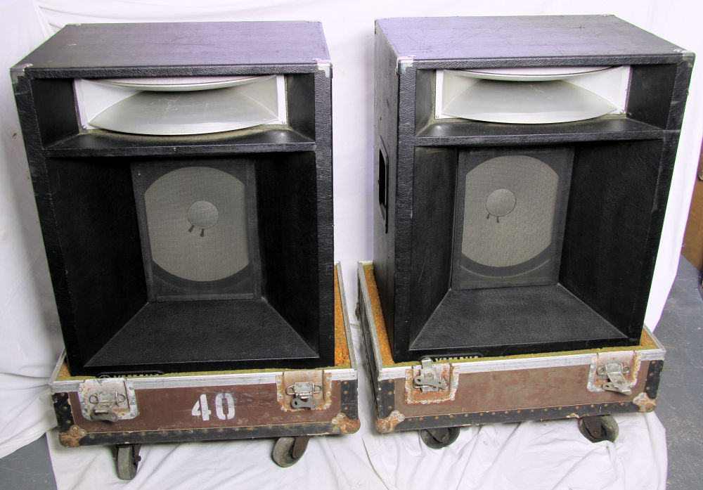 YAMAHA S4115H Speakers in trays